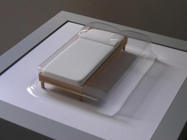 Matrioshka V - Single (Transparente)  Termoformado, madera  38 x 38 x 11.9 cm  2012