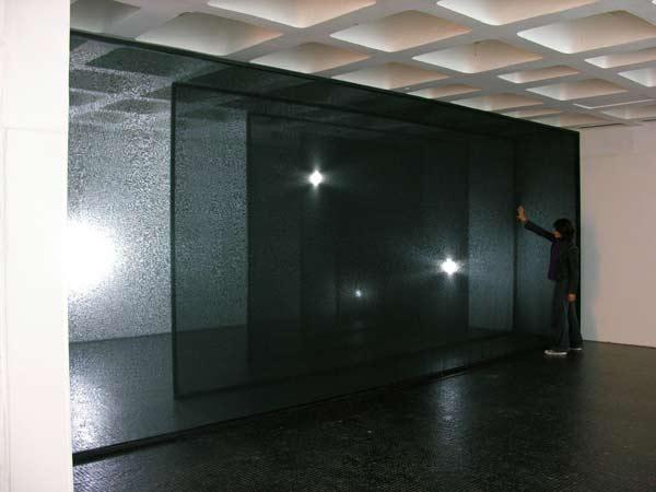 Elogio de la sombra II  -Velo, madera  2.4 x 8 x 4.5 m - 2006